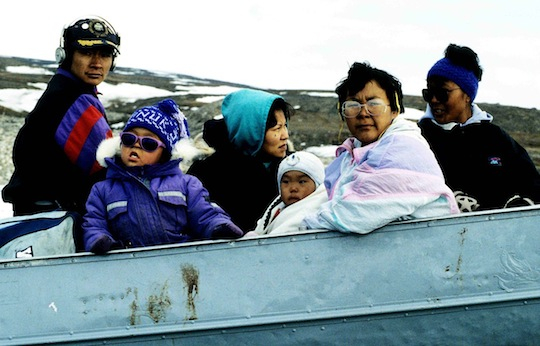 1280px-Inuit_Travelling_1995-06-14