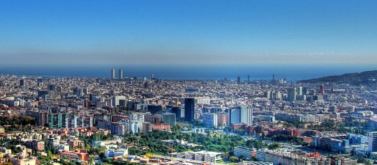https://commons.wikimedia.org/wiki/File:Barcelona,_panor%C3%A1mica,_HDR.jpg