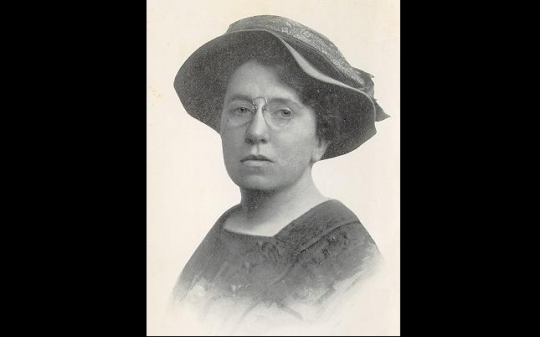 https://es.wikipedia.org/wiki/Emma_Goldman#/media/File:Portrait_Emma_Goldman.jpg