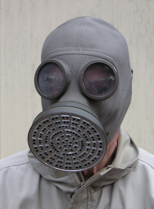 https://en.wikipedia.org/wiki/Gas_mask#/media/File:1930s_gas_mask.jpg