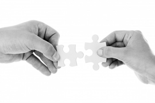 connect_connection_cooperation_hands_holding_isolated_jigsaw_join-1153657.jpg!d