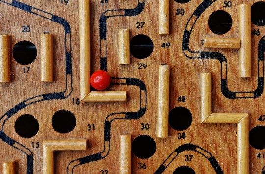 labyrinth_wood_play_ball_red_fun_puzzle_toys-793179.jpg!d