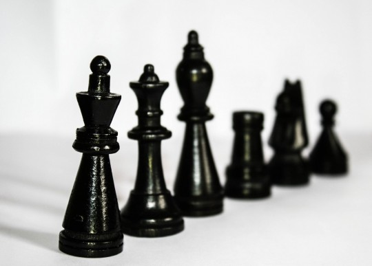 chess_figures_black_hierarchy_king_lady_runners_tower-1334936.jpg!d