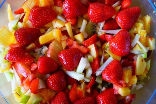 fruit_salad_fruits_strawberries_apple_nectarine-878546.jpg!d