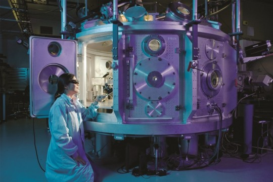 scientific_equipment_physicist_chamber_positron_experiments_physics_energy-1190539.jpg!d