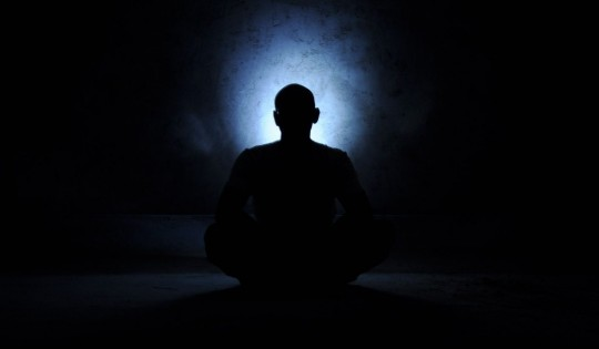 saint_meditation_yoga_meditating_aura_back_light_yogi_yogic-1414673.jpg!d