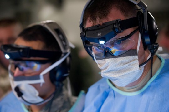 salud medical_doctors_military_corpsman_healthcare_simulated_operation_aeromedical-720034.jpg!d