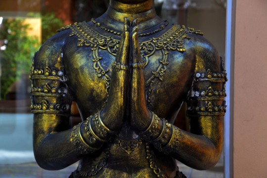 hands_praying_brass_statue_religion_buddhism_asia_culture-845289.jpg!d