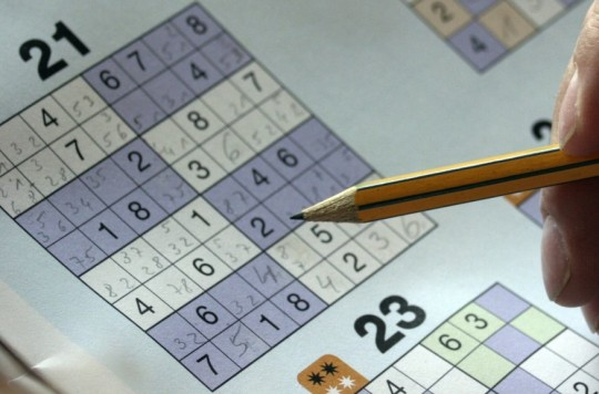 sudoku_puzzles_mysterious_folder_hand_pencil_solve_rates_leisure-920171.jpg!d
