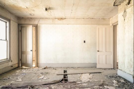 dilapidated_room_house_disrepair_decay_aged_broken_rundown-681263.jpg!d