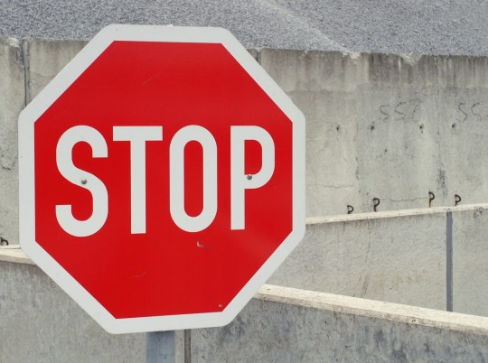stop_shield_warning_street_sign_attention_road_sign_containing_traffic-743087.jpg!d